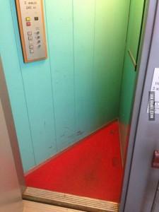 elevator triangular